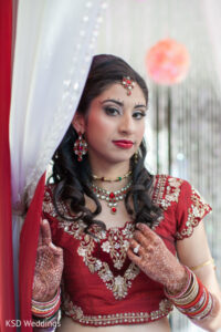 Indian Bridal makeup beauty tips for bride indian wedding hair style, trendy hairstyles hair care makeup artist ladies beauty parlour salon Malad mumbai bridal pre bridal package reasonable cost Rs 4000 complete family bridal package Rs 10000